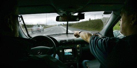 FOR FORT: En mann i begynnelsen av 20-åra fra Oslo ble fratatt førerkortet på E6 i Hamar torsdag. Han ble stanset som følge av en gjennomsnittsmåling. Illustrasjonsfoto: Erlend Aas / NTB