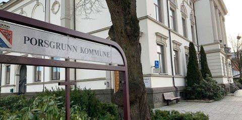 SMS: Porsgrunn kommune har flere ganger sendt ut sms'er og bedt folk holde seg mestmulig hjemme.