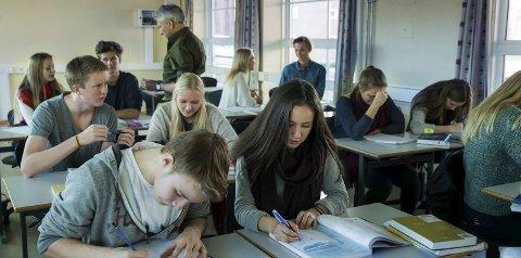 Rett vei: I 2017 har vi for første gang formidlet mer enn 1000 nye læreplasser i Nordland, og utviklingen går rett vei. Men fortsatt står 300 ungdommer uten plass, og dette kan vi rett og slett ikke leve med, skriver Bjørnar Skjæran.