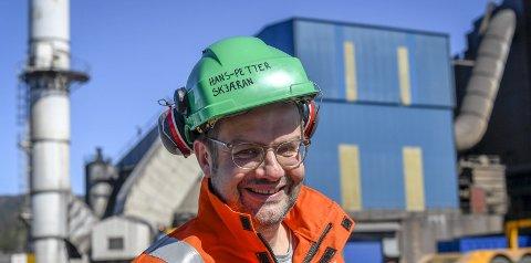 Filtertrøbbel: Rensefiltrene fungerer ikke som de skal, forklarer Hans-Petter Skjæran, HMS- og personalsjef i Celsa Armeringsstål. Foto: Arne Forbord
