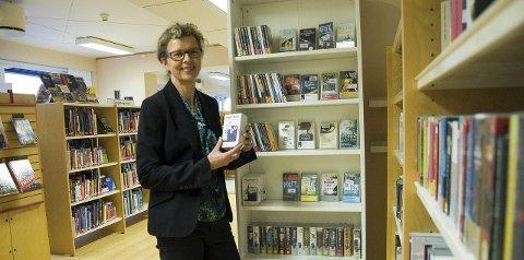 Biblioteksjef Hanne Stuve i Hole bibliotek.