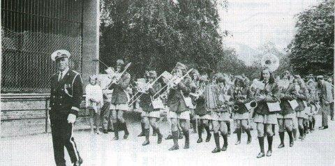 Veien skolekorps: Med Oscar Eriksen som dirigent. Foto: Privat
