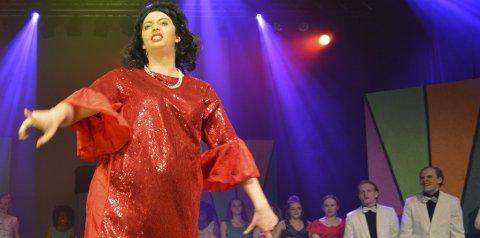 Nicolay Grøtterud leverer en glitrende utgave av Edna Turnblad i Hairspray, en rolle også John Travolta har tolket, i filmen av samme navn.