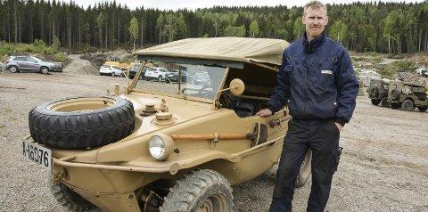 Schwimwagen: Ikke et hverdagssyn! Eier Anders Walletin med kjøretøyet som kan bli brukt som både bil og båt. alle foto: Lise lotte nyrud