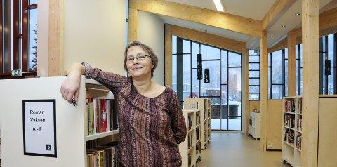 FINEST I FYLKET: Bibliotekar Britt Haugland mener de nå har fått fylkets fineste bibliotek i Seljord. Foto: Bjørnar Hagen Vika