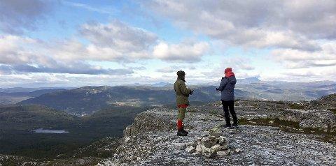 Hellebergstolen 1017 meter over havet. Utsikt mot Gausta.