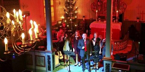 Liten Turné: Roy Bøe tar med seg musikalske venner og gjør tre julekonserter i år. Foto: Johan Utby