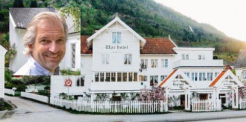 VED HARDANGERFJORDEN: Utne Hotell, her skal Ivar Neteland inntil videre stå for driften.