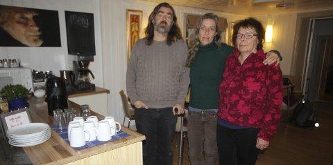 Et nødvendig sted: – Vi er redd enn nedleggelse av Nesoddtangen gård, kan føre til flere innleggelser og mer rus, sier Bjørnar Wetlesen, Synne Røbekk og Ragnhild Hokholt.