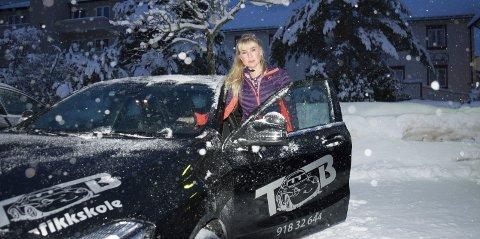 OFRER KVELDER OG HELGER: Trafikklærer Tove Bråten Søland strekker seg langt for at elevene hennes ikke skal få fravær på skolen.