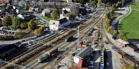 Får Sarpsborg dobbeltspor? Etter planen skal Sarpsborg stasjon bygges ut der den ligger i dag. Med 57 minutters reisetid til og fra Oslo vil områdene i nærheten bli svært attraktive. (Arkivfoto: SA)