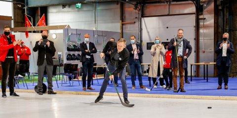 Tage Pettersen fikk testet ut sine skuddferdigheteter under den offisielle åpningen av StjerneVærste tirsdag.