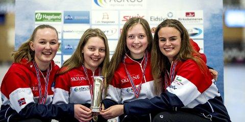 Glade: Lillehammer CKs juniorlag vant NM for seniorer,  og tok sin andre kongepokal. Fra venstre: Astri Forbregd, Mille Haslev Nordby, Martine Vollan Rønning og Maia Ramsfjell.
