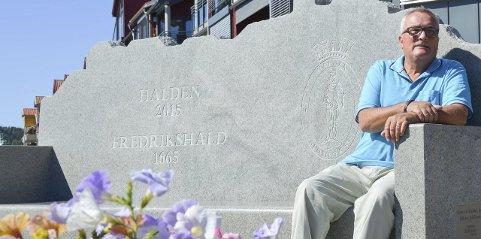SPENT: Per Egil Evensen er spent foran valget, og han gleder seg. Bildet ned til høyre er tatt da han ble valgt inn i kommunestyret i 2003. Siden har han vært her. Han trives godt i politikerrollen.