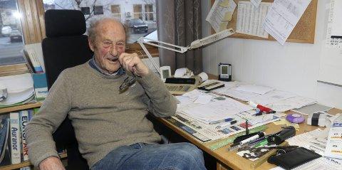 1: Arne Arntzen (86) jobber fulltid på Vepro i Mosjøen, bedriften han selv startet opp i 1991.