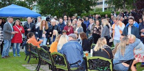 Festspill: For første gang får Helgeland sine egne festspill. Galleria Kunstfestival, Byfestveko og Toppenkurset samarbeider bedre enn noen gang for å dra lokalbefolkningen og besøkende inn til Mosjøen i perioden 29. juni til 7. juli Bildet er tatt i hotellhagen under Byfesten i 2018.