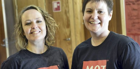 MOT: Rollags MOT-koordinator Sonja Reberg (t.v.) arrangerer mestringsdag på Veggli skole. Her sammen med Kathrine Holm i 2013.
