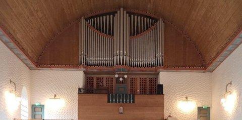 Det gamle orgelet i Svolvær kirke må erstattes med et nytt. Prislappen for dette er på rundt 5-6 millioner kroner. Arkivfoto.