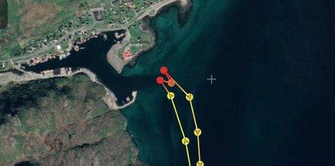 GRUNNSTØTTE: Sjarken grunnstøtte like ved innseilingen til Napp. Bildet er av sporingen til redningsskøyta