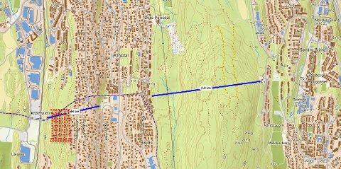 SØNDRE NORDSTRAND: Kort avstand mellom   Bjørndal og Rosenholm, og mulighet for parkeringshus inne i åsen  ved Rosenholm stasjon.  Rødt område kan bli parkering, blå markering kan bli sykkeltunnel som kobler  Bjørndal til Rosenholm, skriver Ole Jørgen Klaussen.