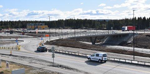 BOMPENGETAK: Etter 40 passeringer blir det gratis for kjøretøyer hjemmehørende i Elverum og Løten å kjøre ny og gammel riksveg 3/25 i de to kommunene. Her fra Ånestad.