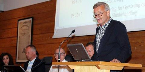 KRASS KRITIKK: Petter Stensby fra Alternativ Ullensakerliste var ikke nådig i sin kritikk av de tidligere forholdene i ØRU og ØRIK. Foto: Torstein Davidsen