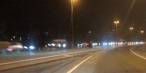KØ: Ved Bergerkrysset er det saktegående kø mandag morgen på grunn av et trafikkuhell på grensa mellom Lørenskog og Lillestrøm kommune.