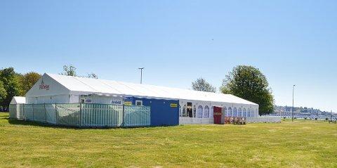 SØKER ETTER FOLK: 14 nye stillinger er opprettet for å dekke behovet til den nye restauranten ved Fon-teltet i sommer. ARKIVFOTO: Vibeke Bjerkaas