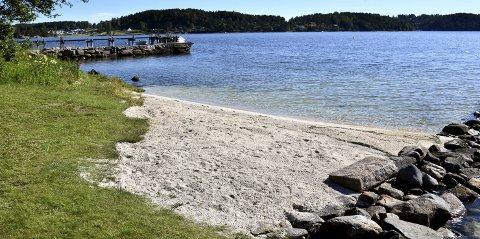 KLAGER: 250.000 kroner i overtredelsesgebyr har Sarpsborg kommune ilagt Boston AS for å ha lagt ut skjellsand på strendene til fem hytteeiendommer på Komperødlandet. Nå har selskapet klaget vedtaket inn for Fylkesmannen.