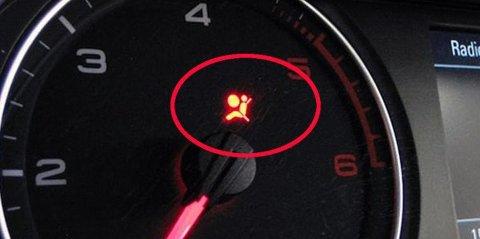 Lyser lampen for at det er noe feil med airbag-systemet, så får man ikke EU-godkjent bilen.