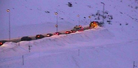 STENGT: Slik ser det ut utenfor Haukelifjelltunnelen retning vest klokken 16.07. Foto: WEBKAMERA: Statens vegvesen.