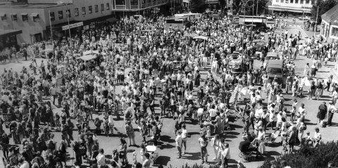 Er det noen som vil blåse liv i Trolldagen igjen, mon tro?  Mange byer har sine festdager for barna. Notodden hadde Barnas Dag til langt ut på 60-tallet, så ble det sporadiske arrangementer til Trolldagen dukket opp i 1988. Barna fortjener en fest.  Og alle som var med på denne dagen husker den som en glede...