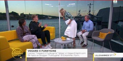 KOM BRÅTT PÅ: Her kaster Linn Wiik opp rett foran Vegard Harm.