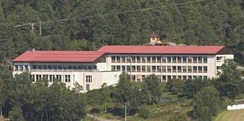 Aure rehabiliteringssenter er en av hjørnesteinsvirksomhetene i Aure.