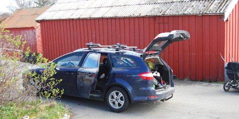 Denne mørke blå Ford Mondeo stasjonsvognen fra 2009 med registreringsnummer VH15782 er meldt stjålet.