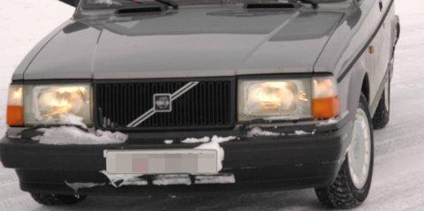 """BILLYS :Det kjører mange """"enøyde"""" biler på vegene i Valdres om dagen. 5. og 6. november blir det lettbilkontroll i distriktet, og Tore Bekkevold i Statens vegvesen oppfordrer bilister til å få orden på billysene så fort som mulig. Ikke på grunn av kontrollen, men for trafikksikkerhetens skyld."""