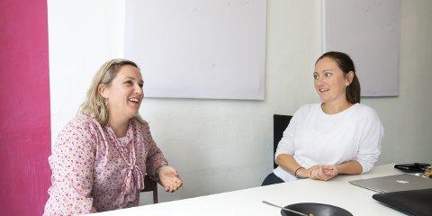 Silje Katrine Robinson og Kristine Askvik står bak appen «weCare», som skal være et verktøy for pårørende som samarbeider med andre om å hjelpe eldre i familien.