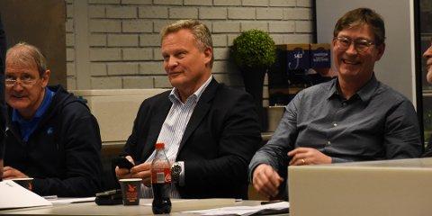 JOBBET HARDT: Daglig leder Arne Dokken (f. v.), nestleder Bjørn Henningsen og leder Jon Hippe har sammen med resten av styret i Drammen Håndballklubb arbeidet hardt for å gjøre klubben til en toppklubb også driftsmessig. Ny eliteserielisens viser at de har gjort noe riktig.