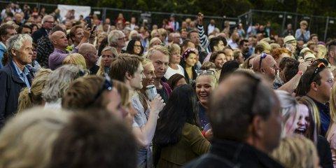 FOLKEFEST: Folk kommer og kommer. Hvaler alene samlet over 14.000 publikummere. Plenen på gjestgiveriet ble fylt opp av 5.300 på to dager.Arkivfoto: Kent Inge Olsen