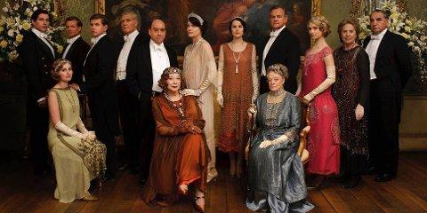 Downton Abbey er en britisk dramaserie som gikk på tv fra 2010 til 2015. Serien følger livene til den aristokratiske Crawley-familien og dens tjenere.