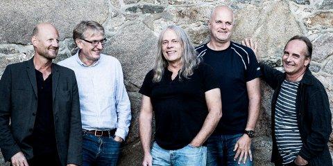 Clink fylte 40 år i 2016: Fra venstre: Roger Amundsen (tangenter), Lars Dahlback (trommer), Rolf Stagre (gitarer), Espen Christoffersen (trompet/flygelhorn) og Jens Jacobsen (bass).