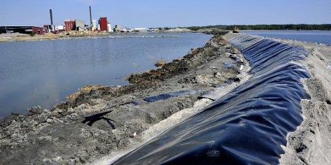 Ferdig i 2012: Her skulle Kystverket lagre forurenset mudder fra farleden til Borg havn. Men så langt har ingenting skjedd. (Arkivfoto: Trond Thorvaldsen)