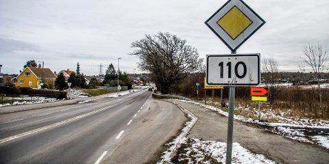 GRAVEARBEID: Målet med utbyggingen er å skape bedre trafikkflyt inn mot Rakkestadsvingen.