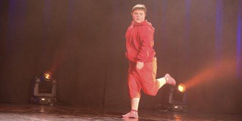 Sjarmerte: Arild Häger «The red dancer» kveldens storsjarmør med sin dans innen HipHop. Alle foto: Kjell G, Karlsen
