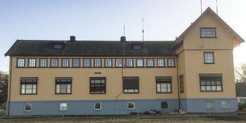 ENDRING: Dagens Solvang er vaktsentral. Bygget har nyere vinduer, utvendige persienner og mange antenner, men nå skal alt tilbakeførees til hvordan det så ut for hundre år siden.