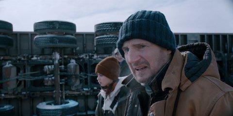 PÅ GLATTISEN: Liam Neeson spiller hovedrollen i en ikke altfor oppfinnsom actionfilm. Denne gang på glatt is.