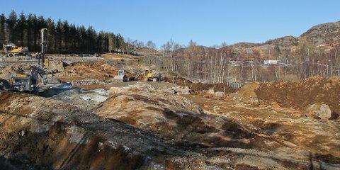Kommunen planlegger omsorgsboliger sør-øst på tomta ved Flassabekken, hvor det også bygges barnehage.