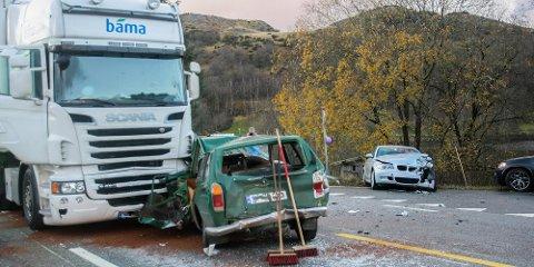 To biler og én trailer var involvert i ulykken som fant sted ved Vaula bru søndag ettermiddag.