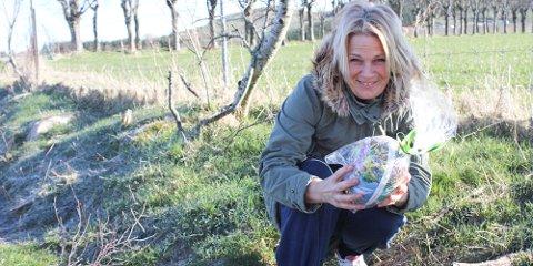 Marianne Helland ved Joker Figgjo legger i år som i fjor ut påskeegg på Figgjo.