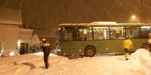 Snø glatt vei glatta glattå kø nedbør snøfast trafikkaos vinter vær